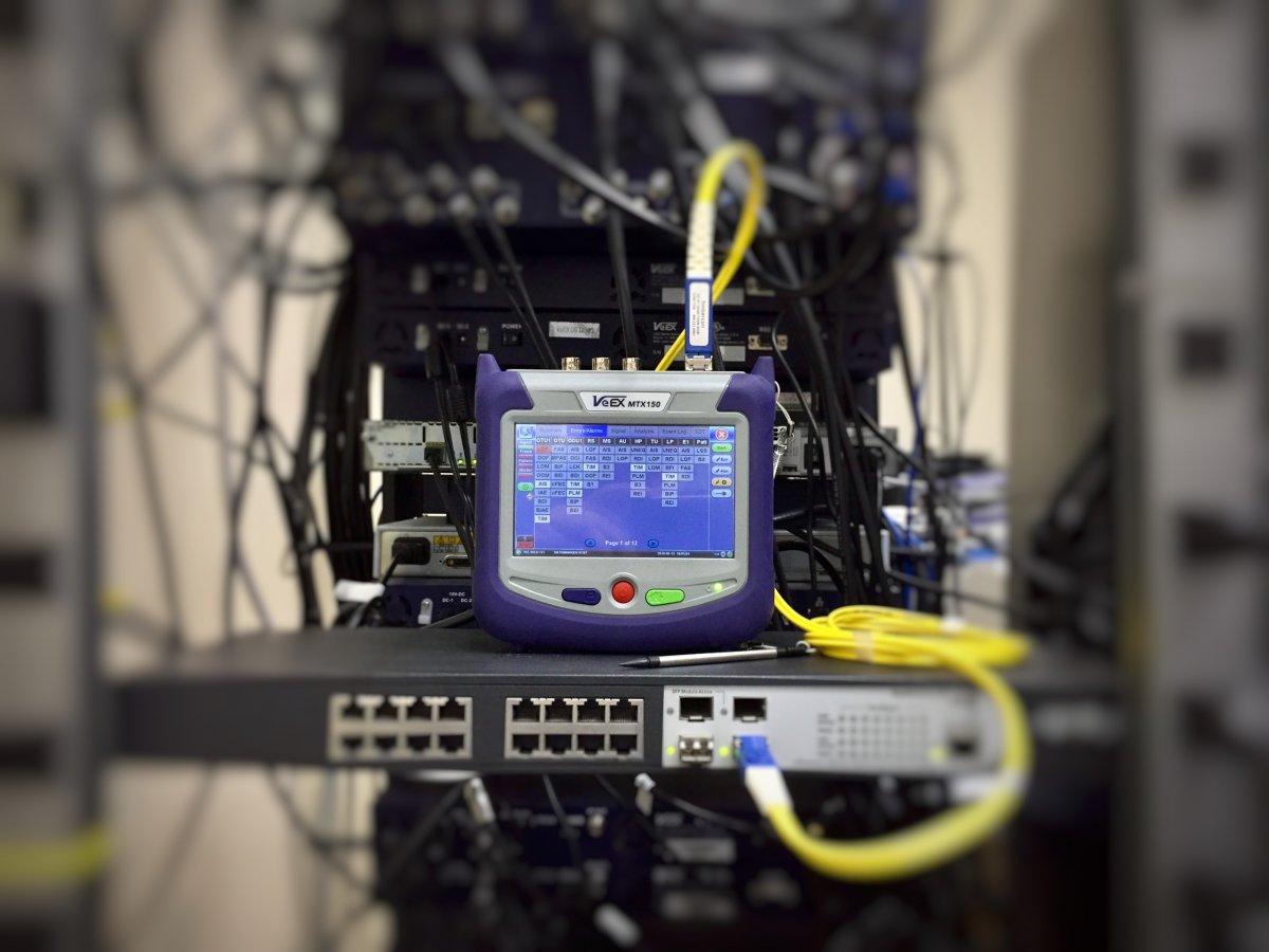 Czym jest protokół sieci komputerowej?