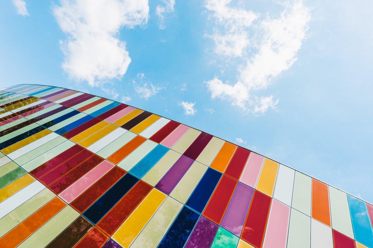 Lakierowanie proszkowe - czym różni się malowanie na sucho od standardowego