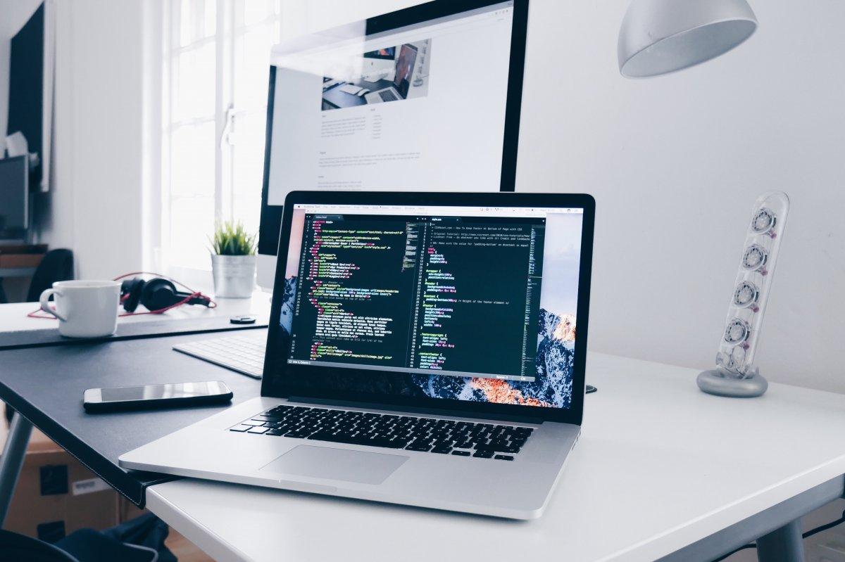 Połączenie z komputerem pracownika bez przyjazdu do biura? To możliwe