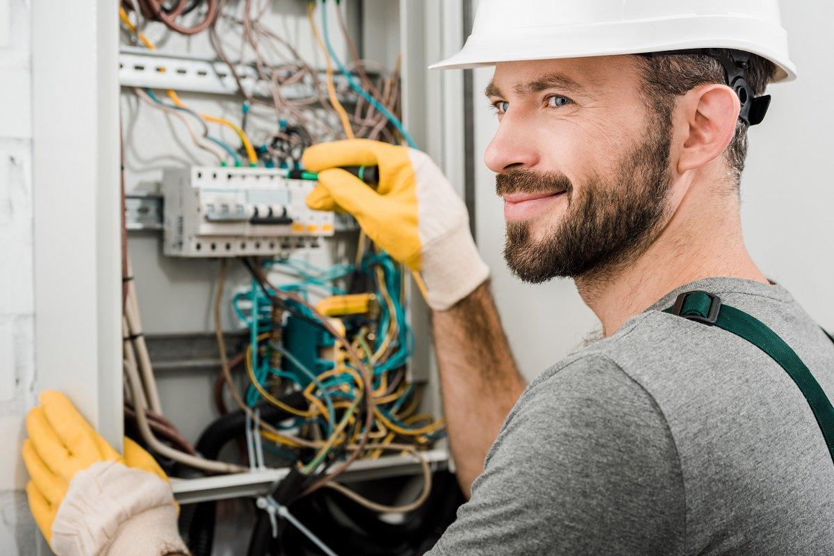 Uprawnienia, wymagania i kwalifikacje elektryczne SEP do 1 kV - nowe pytania egzaminacyjne 2021