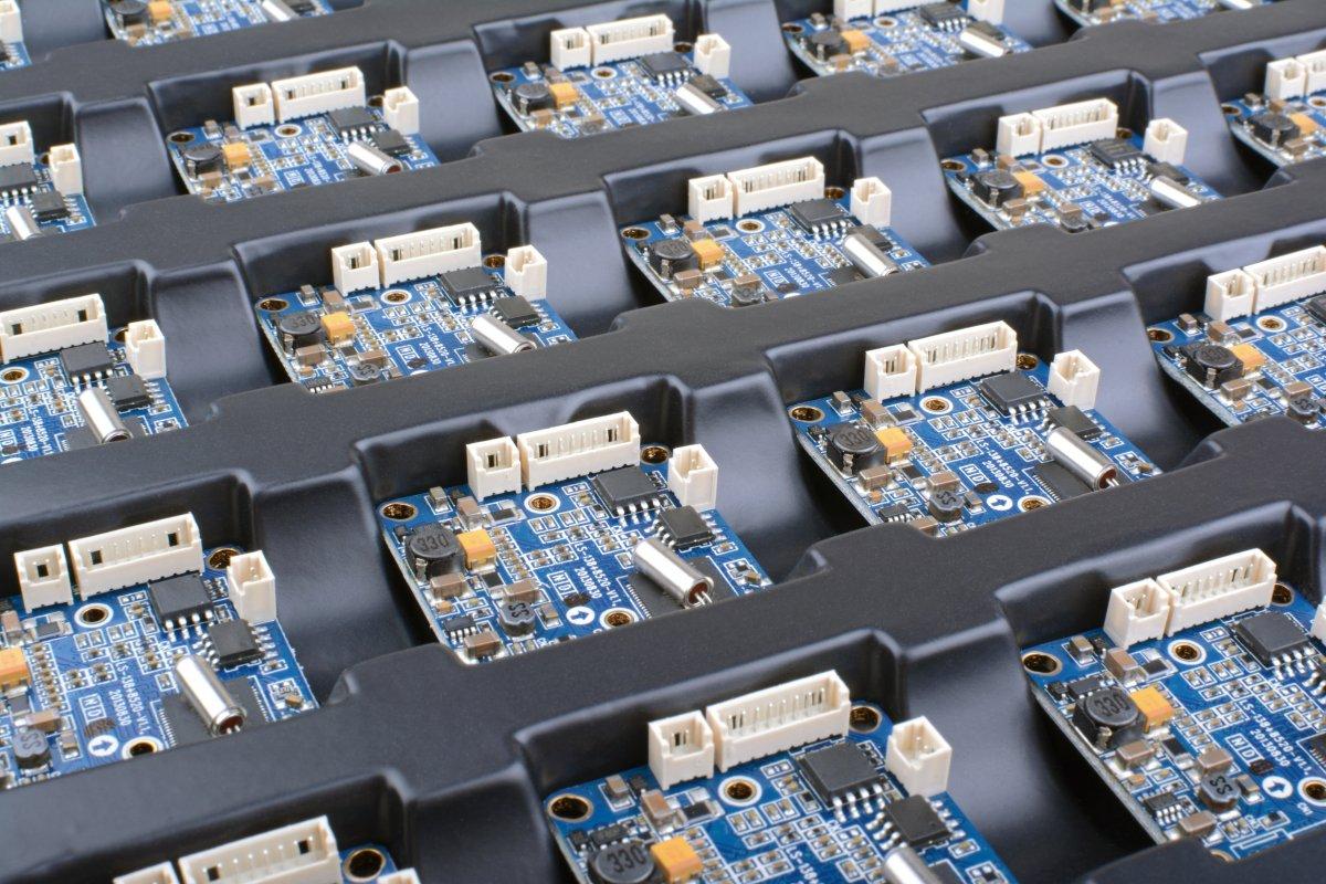 Dostawca komponentów elektronicznych - dlaczego warto wybrać raz, a dobrze?