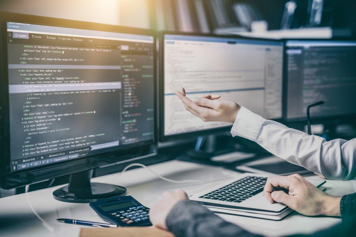 Oprogramowanie dla serwisu - jakie są zalety i dlaczego warto skorzystać?
