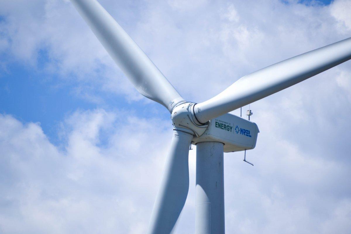 Sztuczna inteligencja pomoże zarządzać energią odnawialną