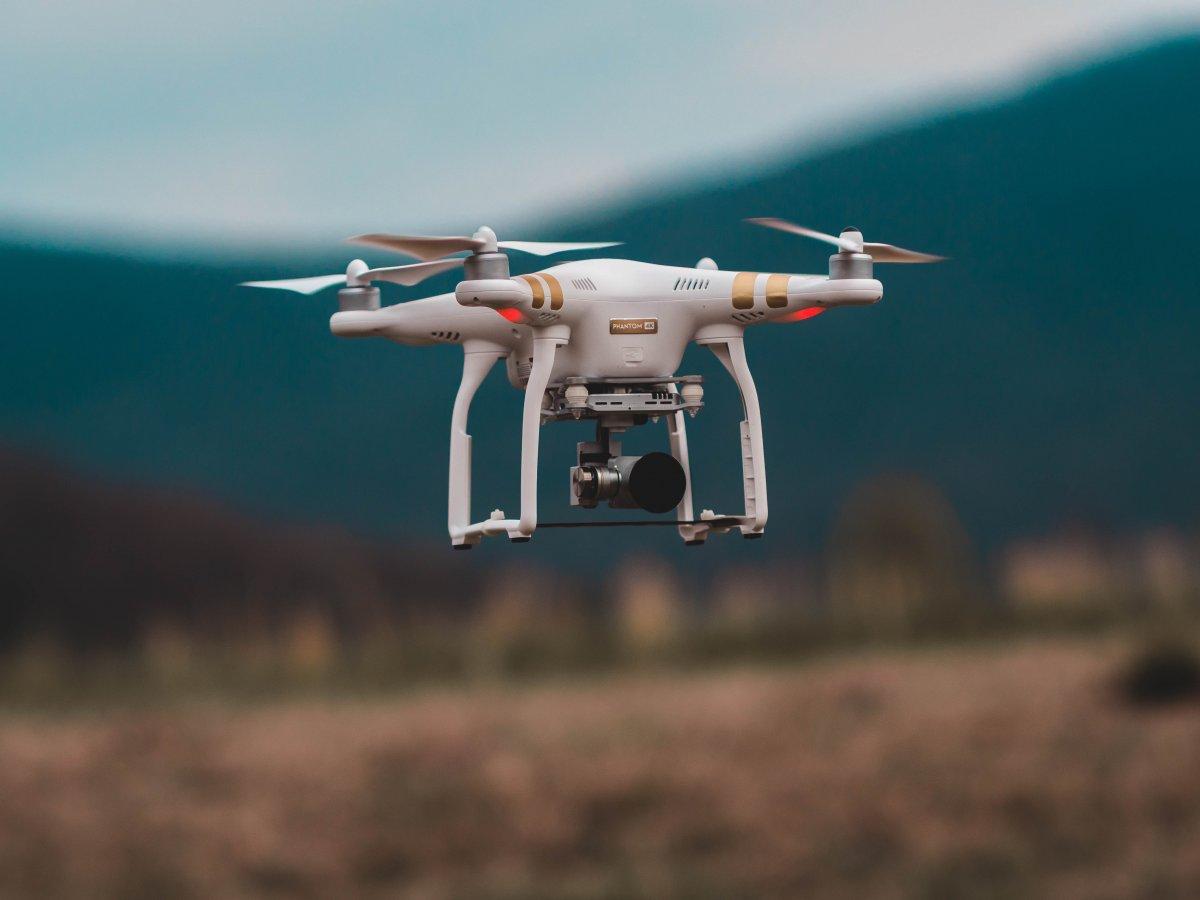 Drony wkraczają w erę sztucznej inteligencji. Mają samodzielnie transportować krew, a także ludzi w zatłoczonych miastach